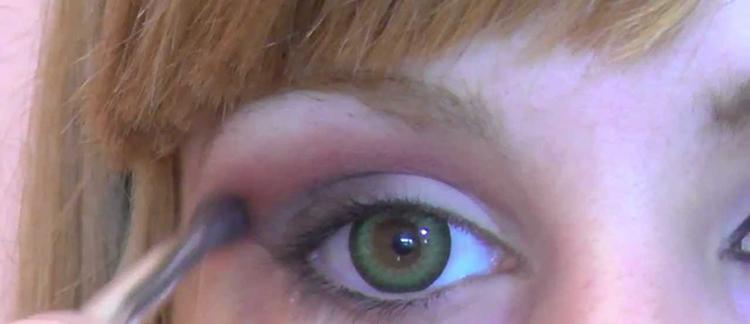 ¿Qué precauciones debo tener al maquillarme si uso lentillas?